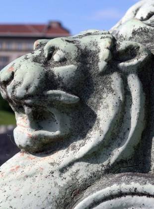 Löwe vorm MAK